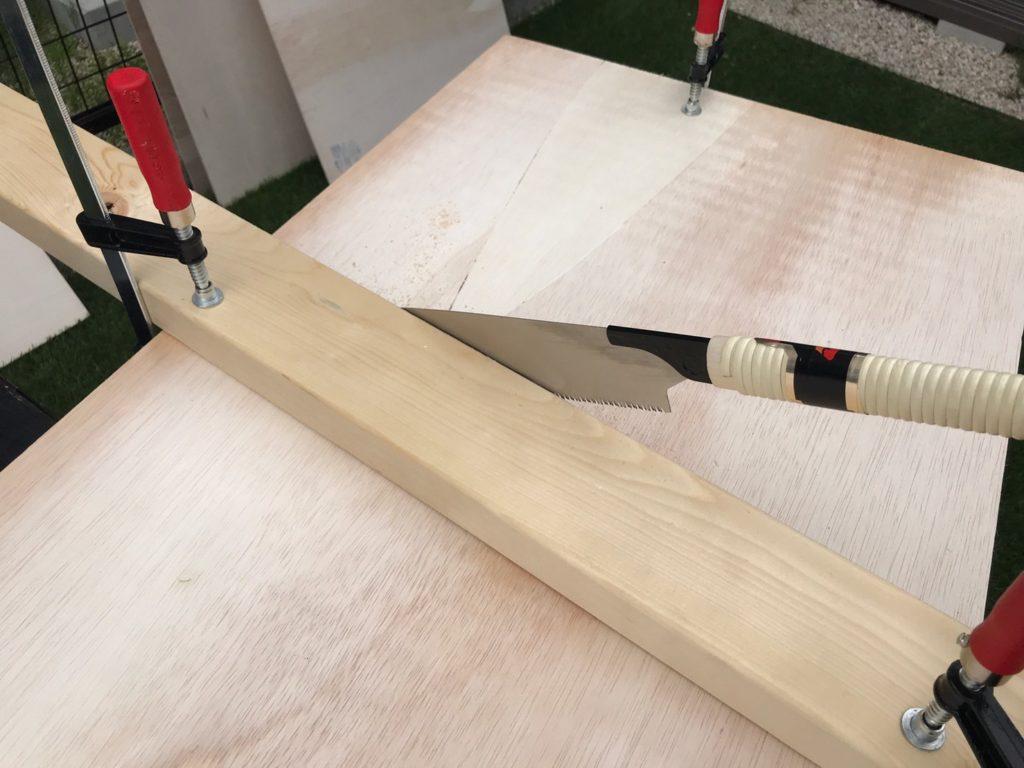 木材をまっすぐに切る