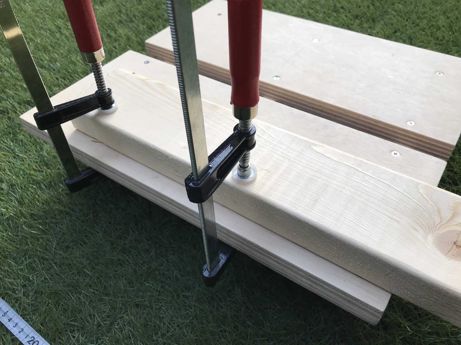 クランプ 木材固定