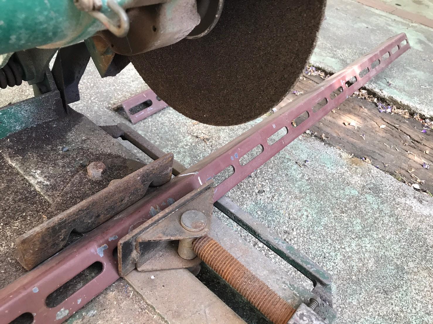 高速切断機による鋼材加工